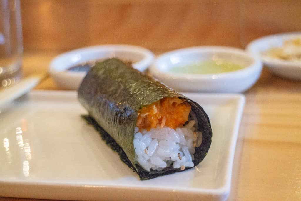 Hando Medo wasabi salmon hand roll