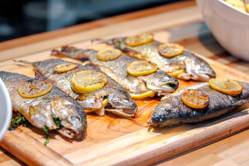 Grilled whole fish with lemon slices