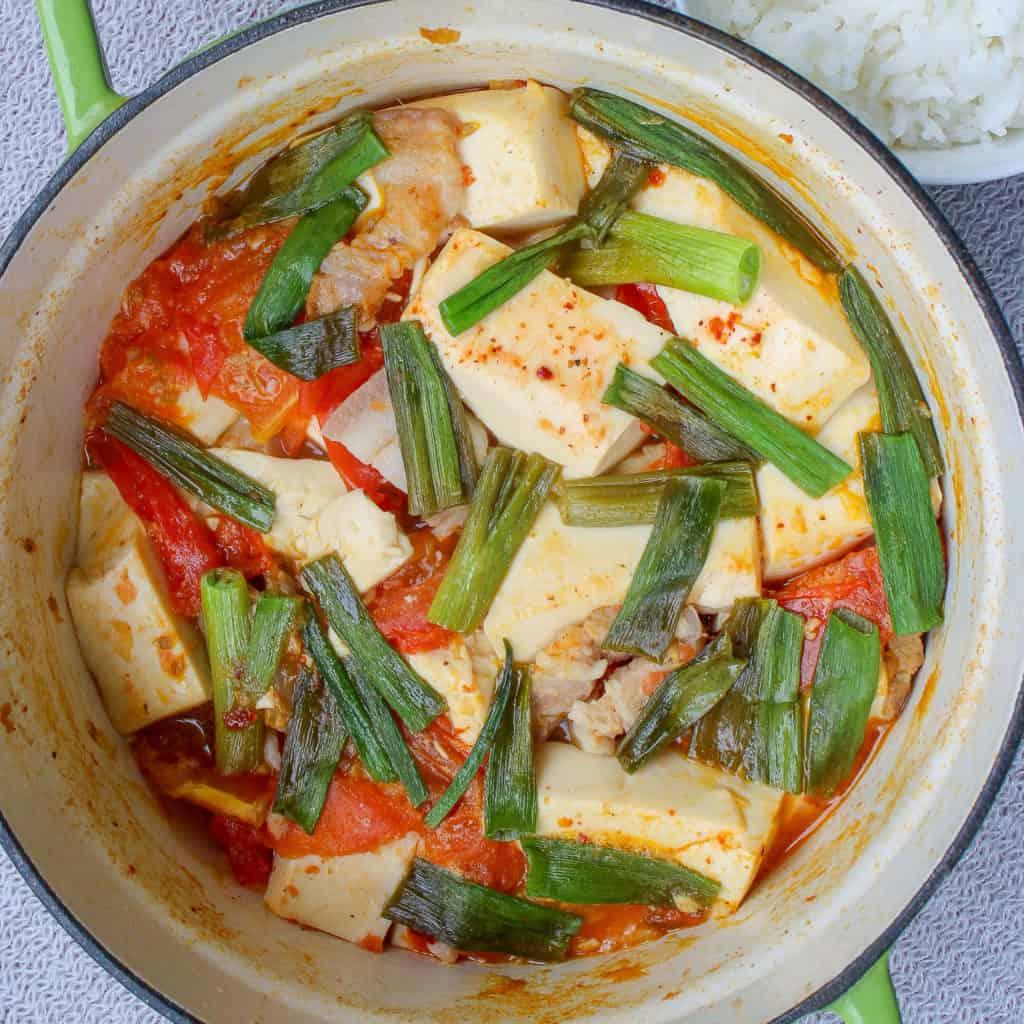 Braised tofu and pork belly in tomato sauce (đậu hũ sốt cà chua)